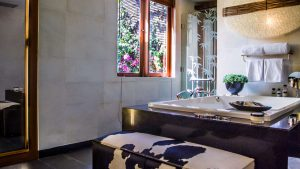 Villa Kharisma Second Floor Suite Bathroom 1